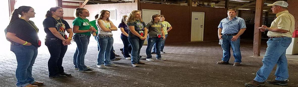 4-H Round-up Youth Visiting Prairie Meadows Test Barn