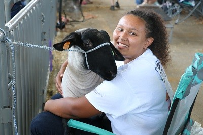 4-H youth with livestock