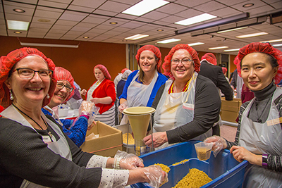 ISU Extension and Outreach Week packages meals for Meals from the Heartland.