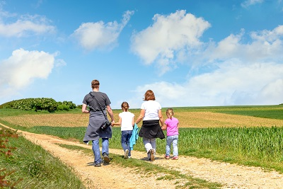 family walking in countryside by Image'in/stock.adobe.com.