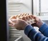hands take eggs from the fridge by Rudenko/stock.adobe.com.