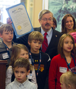 Gov. Branstad with military kids
