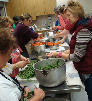volunteers prepare green beans and carrots