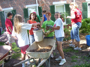 4-H youth work on community service project
