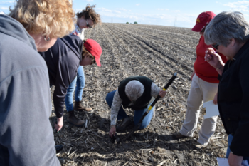 Women in hands-on field agronomy course
