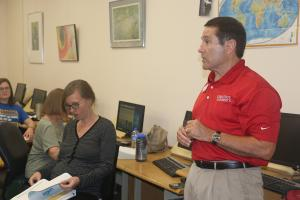 Steve Johnson, farm management specialist with Iowa State University Extension and Outreach, teaches Women Marketing Grain class.